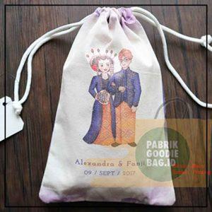 tas serut model pouch bahan blacu untuk souvenir pernikahan
